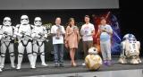(右から)『スター・ウォーズ/フォースの覚醒』MovieNEX発売記念イベントに出席したR2-D2、はんにゃ、BB-8、鈴木杏、デーブ・スペクター、ストームトルーパー (C)ORICON NewS inc.