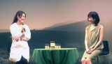 DHCのCM発表会でオイル美容法を伝授した(左から)コスメコンシェルジュの小西さやかさん、CMに出演する水川あさみさん (C)oricon ME inc.
