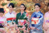 晴れ着姿を披露した(左から)剛力彩芽、武井咲、河北麻友子 (C)ORICON NewS inc.