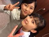 NHK連続テレビ小説『べっぴんさん』に出演が決まった井頭愛海(下)との2ショットを披露した芳根京子(芳根京子オフィシャルブログより)