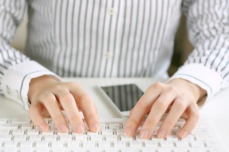 連休前の進捗確認メールは、英語でどのように書くのか?