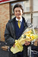 日本テレビ系連続ドラマ『レンタル救世主』(毎週日曜 後10:30)がクランクアップした勝地涼 (C)日本テレビ