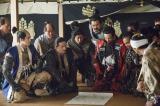 大河ドラマ『真田丸』第49回「前夜」(12月11日放送)より。徳川を迎え討つべく軍議を行う豊臣方の面々(C)NHK