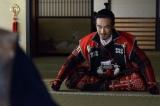 大河ドラマ『真田丸』第49回「前夜」(12月11日放送)より。家康からの文を読む秀頼は(C)NHK