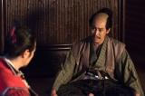 大河ドラマ『真田丸』第49回「前夜」(12月11日放送)より。幸村のもとを信之、信尹が訪ねてくる(C)NHK
