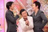 13日放送日本テレビ系バラエティー『解決!ナイナイアンサー』さっそく矢部浩之(左)に詰め寄る北斗晶(右)と挟まれる岡村隆史(C)日本テレビ