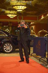 メディアにカメラを向ける三池監督