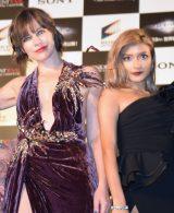 (左から)ミラ・ジョヴォヴィッチ、ローラ=映画『バイオハザード:ザ・ファイナル』ワールドプレミア (C)ORICON NewS inc.