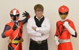 (左から)アカニンジャー、嶋大輔、ジュウオウイーグル 「ジュウオウジャーVS ニンニンジャー」製作委員会 (C)石森プロ・テレビ朝日・東映AG・東映