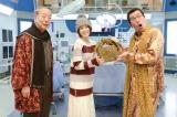 ピコ太郎が持ってきたのは古坂大魔王の出演料の請求書と「メロンです」(C)テレビ朝日