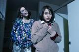 ゾンビになってしまった教師(LiLiCo)が生徒(山本舞香)に襲いかかる!?(C)テレビ朝日