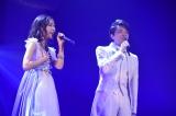 白組トリの渡辺麻友はミュージカル俳優・井上芳雄と「A WHOLE NEW WORLD」をデュエット(C)AKS