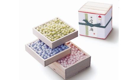 サムネイル 結婚の引き菓子や出産祝いなどで配られる金平糖(写真は金平糖専門店「緑寿庵清水」の『三段重ね』)
