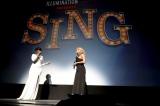 圧巻の歌声を披露した(左から)ジェニファー・ハドソン、トリー・ケリー (C)Universal Studios.