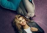 極度のアガリ症でシャイなティーンエイジャーのミーナ(ゾウ)を演じたトリー・ケリー(C)Universal Studios.