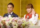 婚約指輪をお披露目=来年1月29日結婚を発表した(左から)長友佑都、平愛梨 (C)ORICON NewS inc.