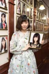 卒業公演後、壁掛け写真を外した島崎遥香 (C)AKS
