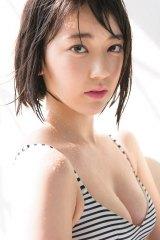 オトナっぽさをみせるHKT48・宮脇咲良 (C)Takeo Dec./集英社