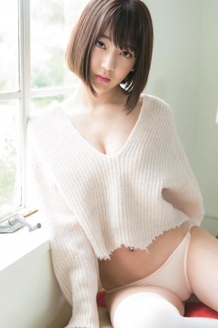 ナチュラル&セクシーなHKT48・宮脇咲良 (C)Takeo Dec./集英社