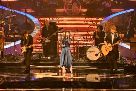 『第58回日本レコード大賞』でパフォーマンスしたいきものがかり (C)ORICON NewS inc.