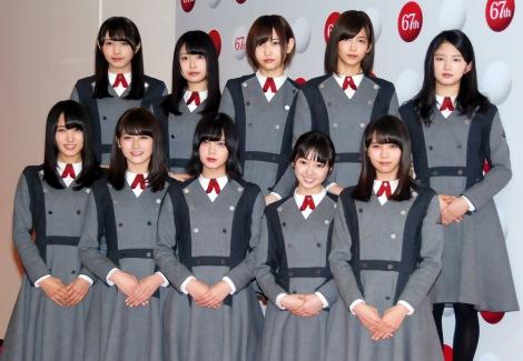 「サイレントマジョリティー」を21人でパフォーマンスする欅坂46(前列左