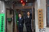 郊外の駐在所に飛ばされた2人の運命は…!? (C)テレビ朝日
