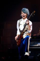 3年連続で元日に武道館公演を行ったDISH//の小林龍二(B)