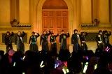 「ヤングマン〜B.M.C.A.〜」を歌唱するBOYS AND MEN(左から)土田、田中、田村、辻本、小林、水野、勇翔、本田、吉原 Photo by Kayoko Yamamoto