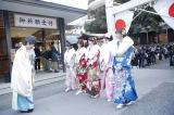 東京・乃木神社で成人式を行った(左奥から)北野日奈子、堀未央奈、生田絵梨花、中元日芽香、斎藤ちはる