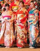 「AKB48グループ成人式記念撮影会」に参加した(左から)NMB48の矢倉楓子、SKE48の松井珠理奈、HKT48の兒玉遥 (C)ORICON NewS inc.