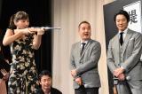 映画『本能寺ホテル』公開直前イベントの射的ゲームの模様 (C)ORICON NewS inc.
