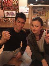 武井壮、インドネシアの人気女優キンバリー・ライダーと共演