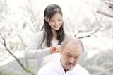 映画『トマトのしずく』に出演する小西真奈美、石橋蓮司 (C)2012 ファミリーツリー