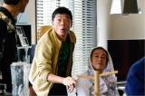 1月13日スタート、テレビ東京系ドラマ24『バイプレイヤーズ〜もしも6人の名脇役がシェアハウスで暮らしたら〜』第1話より。(左から)光石研、寺島進(C)「バイプレイヤーズ」製作委員会