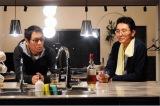 1月13日スタート、テレビ東京系ドラマ24『バイプレイヤーズ〜もしも6人の名脇役がシェアハウスで暮らしたら〜』第1話より。(左から)大杉漣、松重豊(C)「バイプレイヤーズ」製作委員会