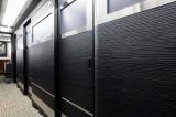 個室は扉とパーテーションで区切られる