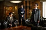 草なぎ剛が主演する関西テレビ・フジテレビ系ドラマ『嘘の戦争』この中に第2話の復讐ターゲットが…(C)関西テレビ