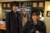 物語のカギを握る母親役の室井滋(左)(C)テレ朝日