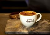 スターバックスコーヒーの新スタイルショップ「ネイバーフッド アンド コーヒー ストア」限定の新ドリンク『チャイブリュレ カプチーノ』