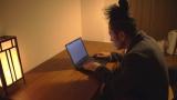 築30年の6畳風呂なしアパートで第2作を執筆する又吉直樹又吉直樹 (C)NHK
