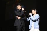 映画主演の綾野剛と挿入歌を担当したUVERworldのTAKUYA∞がトーク