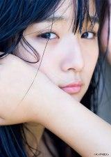 ハワイで撮影された写真集の未公開カットを公開した浅川梨奈(C)Takeo Dec./ヤングマガジン