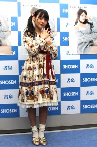 スタイルブックの発売記念イベントを行った上坂すみれの全身ショット (C)ORICON NewS inc.