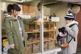 第1話より。ジュンちゃん(左:池田エライザ)との出会いのシーン(C)鈴木小波/講談社・「ホクサイと飯さえあれば」製作委員会・MBS