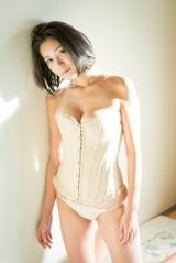 体重を5キロ絞って撮影に挑んだ白石あさえ(C)橋本雅司/週刊プレイボーイ
