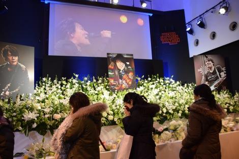 黒沢健一さん偲ぶ会、多くのファンが涙…「まだ信じられない」 | ORICON ...