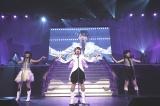 M10「Bird」=『AKB48 16期生コンサート〜AKBの未来、いま動く!〜』より(C)AKS