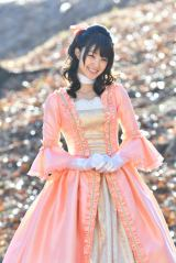 ドラマ『レンタルの恋』でマリー・アントワネット風のコスプレを披露する剛力彩芽 (C)TBS