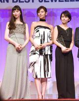 『第28回 日本ジュエリー ベストドレッサー賞』表彰式に出席した(左から)中条あやみ、西内まりや、柴咲コウ