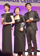 『第28回 日本ジュエリー ベストドレッサー賞』表彰式に出席した(左から)賀来千香子、桃井かおり、三浦春馬